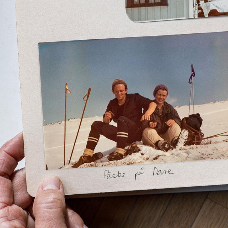 Bilde i fotoalbum av mennesker på påskeferie