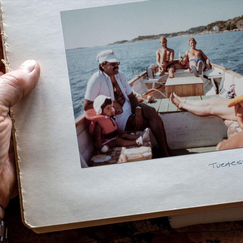 Bilde i fotoalbum av en gjeng mennesker på båttur